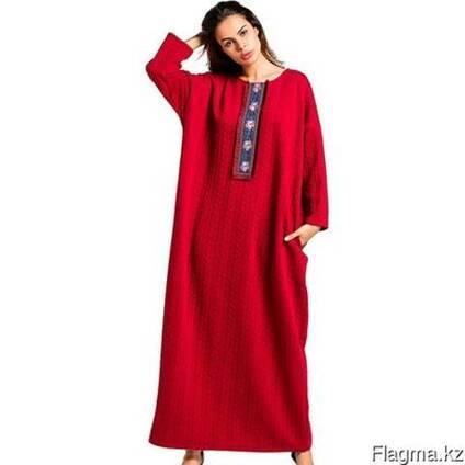 Длинное вязанное арабское платье красного цвета