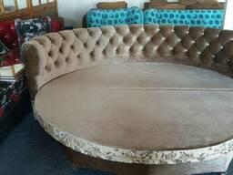 Круглый диван кровать.