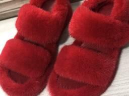 Меховые сандалии из норки