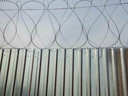 Монтаж колючей проволоки, спирального барьера Жантак