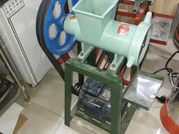 Мясорубка производственная для тяжелых условий эксплуатации.