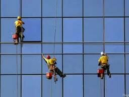 Мытье окон и фасадов методом промышленного альпинизма