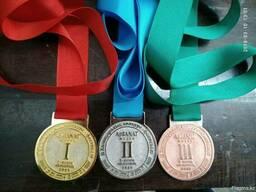 Наградные медали на ленте.