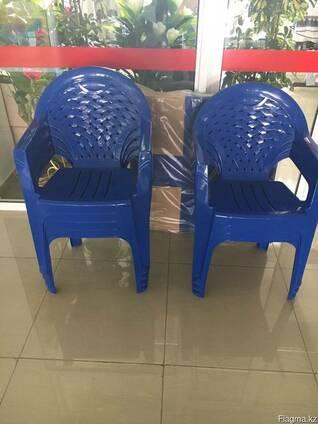 Пластмассовые столы и стулья