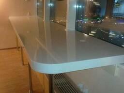 Подоконник из искусственного камня, стол-стойка для офиса