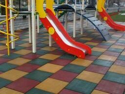 Резиновая плитка для универсальных и детских площадок