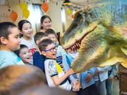 Шоу дрессированного динозавра