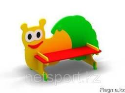 Скамейку «Гусеницу» можно установить как на детской игровой