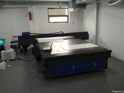 Уф-планшетный принтер