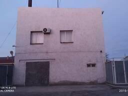 Здание 320 кв. м. уч. 8 сот. в центре города.